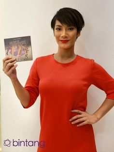 "Bermain dalam film bergenre musikal membuat Tara Basro merasa tertekan. Apalagi dalam film Ini Kisah Tiga Dara, ia dituntut bisa nyanyi dan menari. ""Karena dituntut untuk bisa nyanyi dan menari. Kami digembleng banget jadinya. Lebih complicated memang, tapi untungnya bekerjasama sama orang yang membimbing,"" ujarnya (Galih W. Satria/Bintang.com)  #TaraBasro #Aktris #3Srikandi #Bintang #Indonesia"