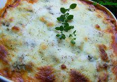 Egy igazán jó rakott zöldség mindent tud, ami a nyári konyhához, a nyaraláshoz, a szabadsághoz ízekben csak hozzátartozhat! A muszaka (más átírásban: moussaka) a széles értelemben vett kelet-mediterrán (főként balkáni) konyha egyik megunhatatlan, igencsak jól variálható és… Mousse, Pizza, Food, Essen, Yemek, Meals