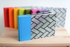 Color a elegir - Libreta Zig Zag / Cuaderno en blanco - Tela de encuadernar de color y papel estampado geometrias blanco/negro - Hechoamano