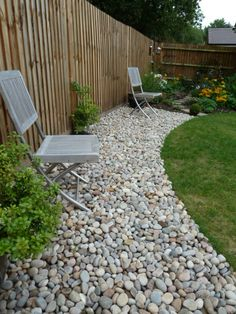 Scottish Cobbles used to create a garden border. Perfect contrast to the turf. 30-50mm Scottish Cobbles.