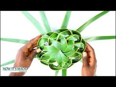 How It's Made - Coconut Leaf Basket Palm Tree Crafts, Leaf Crafts, Craft Stick Crafts, Flax Weaving, Basket Weaving, Palm Tree Flowers, Straw Decorations, Flower Garland Wedding, Coconut Leaves