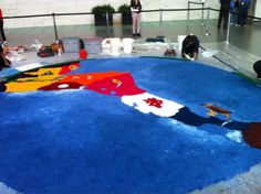"""For #HispanicHeritage Month, we had an """"alfombra"""" (carpet) made of colorful sawdust on the museum floor, a Guatemalan tradition. #HHM"""