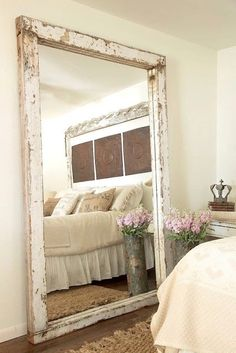 30 Incredible Design Putting The Mirror In The Bedroom - Farmhouse Decoration Farmhouse Mirrors, Farmhouse Style Bedrooms, Rustic Mirrors, Farmhouse Decor, Decorative Mirrors, Rustic Bedrooms, Modern Farmhouse, Big Mirror In Bedroom, Big Mirrors