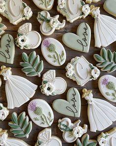 Fancy Sugar Cookies, Flower Sugar Cookies, Sugar Cookie Cakes, Fondant Cookies, Royal Icing Cookies, Wedding Dress Cookies, Wedding Shower Cookies, Bridal Shower, Fall Cookies