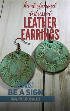 Distressed hand stamped leather earrings-Round — It Must Be a Sign Diy Leather Earrings, Diy Earrings, Leather Jewelry, Urban Jewelry, Diy Jewelry, Jewelry Making, Jewelry Ideas, Macrame Jewelry, Jewellery