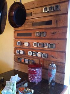 pallet board seasoning rack | DIY Spice Rack. A pallet, magnet strip and spice containers! Brilliant ...