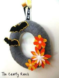 Batman wreath for baby shower Halloween Bats, Spirit Halloween, Fall Yarn Wreaths, Superhero Baby Shower, Superhero Classroom, Wreath Forms, Wreath Ideas, Candy Corn, Hallows Eve
