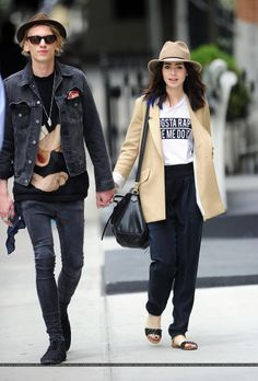 Jamie Campbell Bower and Lily Collins. Nice fashion sense these two have Lily Collins Style, Jamie Campbell Bower, James Campbell, Trends, Her Style, Casual Chic, Celebrity Style, Celebrity Couples, How To Wear