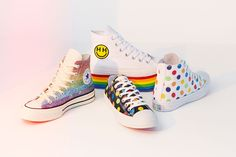 If you want to show your love of and for the LGBTQ community, especially during June which is Pride Month, you can make that statement fashionably via your footwear. The Miley Cyrus x Converse Pride collection incorporates the movement's signature ra… Style Converse, Moda Converse, New Converse, Miley Cyrus, Gay Pride, New Sneakers, High Top Sneakers, Converse Chuck Taylor, All Star