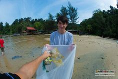 Our newly qualified PADI Open Water Diver students know the hazards plastic presents to our environment!