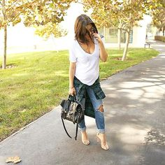 Todays look is all about casual basic pieces dressed up with a killer pair of. Maternity Clothes Online, Designer Maternity Clothes, Cute Maternity Outfits, Stylish Maternity, Pregnancy Outfits, Maternity Wear, Maternity Fashion, Pregnancy Fashion, Pregnancy Style