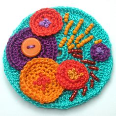 CROCHET BROOCH WITH SEED BEADS AND BUTTONS - SECOND ATTEMPT!!!!! | Flickr - Photo Sharing!