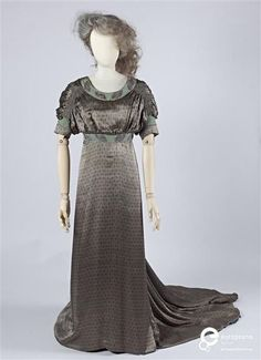 Evening gown, designed by Liberty & Co., London, ca. 1910-11. Courtesy Gemeentemuseum den Haag, all rights reserved.