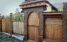Transsylvania, tradition of our ancestors. A special Siculo-Hungarian gate, carved wealth. Travel Around The World, Around The Worlds, Wooden Gates, Modern Door, Door Furniture, Old Farm, Pergola, Woodworking, Outdoor Structures