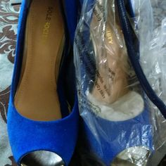 Sole society wedge... Very Sharp electric blue peeptoe wedge ....new without box... Shoe says 39.5... And I am a 8.5.... They will fit a 7.5 or narrow 8... Sole Society Shoes Wedges
