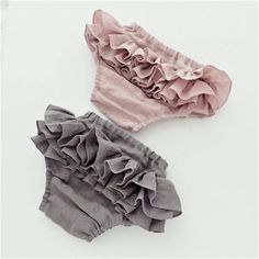 Ash Grey Ruffle Bloomers / Diaper Cover Gorgeous three layers of ruffles on back. Made of 100% Japanese Linen fabric Baby bloomers size chart: Size Childs waist NB ------- 16 (41cm) 0-3mo ---- 17 (43cm) 3-6mo ---- 17.75 (45cm) 6-12mo --- 18.5 (47cm) 12-18mo --- 19.25 (49cm) 2T ---