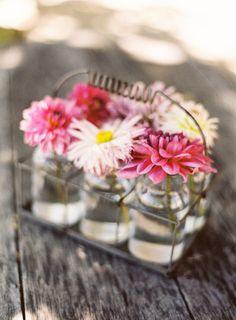 Arranjos florais para casamento: O rosa pode ser uma cor super delicada e romântica. Basta não exagerar no rosa na hora de compôr o arranjo.
