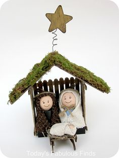 The Nativity is such a lovely homemade project to create for your family this holiday season. Here are several tutorials on how to make your own Nativity Manger… Christmas Nativity Set, Nativity Crafts, Noel Christmas, Christmas Crafts For Kids, All Things Christmas, Holiday Crafts, Christmas Decorations, Christmas Ornaments, Felt Ornaments