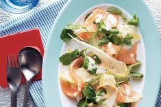 Kijk wat een lekker recept ik heb gevonden op Allerhande! Salade met gerookte zalm en sinaasappeldressing
