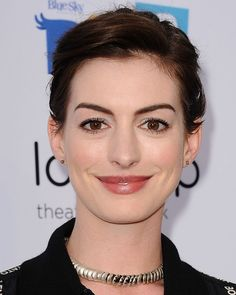 The hair gods of Hollywood are smiling upon us this morning, my friends. At last night's Rio 2 screening, where Anne Hathaway wore her growing-out hair in a...