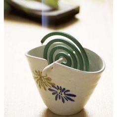 蚊取り線香 mosquito coil - brilliantly simple. Instead of those awful metal pons that never work