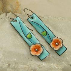 La main fleur émail cuivre boucles d'oreilles bleu ciel Floral