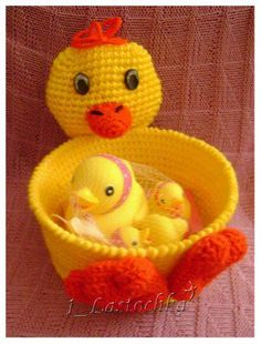 good idea for baby shower Baby Baskets, Easter Baskets, Crochet Bowl, Easter Crochet Patterns, Crochet Girls, Crochet Animals, Crochet Projects, Fun Crafts, Crocheting
