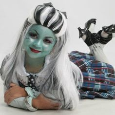 Monster High layla wants to be one of the girls n this one looks cute! the ones at  the store look chinsy