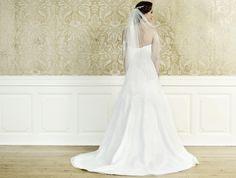Brautkleid in klassischer A-Linie mit Schnürkorsage