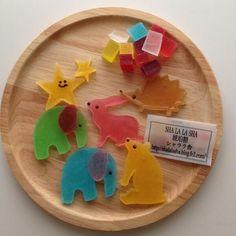カラフルな動物が大集合。 そのまま飾りたくなっちゃいますね。 お子様にも喜ばれること間違いなしです。 |食べられる石?!夏にぴったりの「琥珀糖」をもっと楽しもう♡