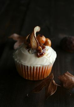 Pumpkin and nuts cupcakes