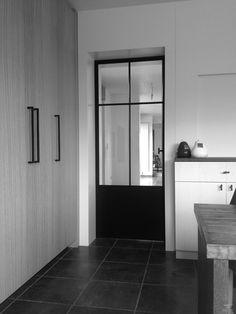Deur in kader Kitchen Doors, Open Plan Kitchen, Living Room Interior, Home Decor Bedroom, Aluminium Glass Door, Modern Windows, House Entrance, Steel Doors, Internal Doors