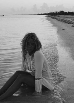 Ashley-Benson:-Find-Your-California-Travel-Mexico-2015--60-300x420.jpg (300×420)