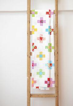 Der Nine Patch Cross Quilt, ein weiteres Muster, das auf einem antiken zweifarbigen Quilt...