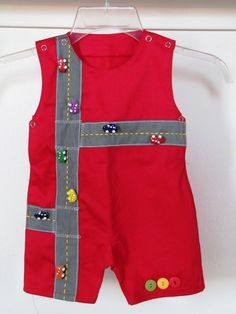 Street & Car Romper for baby boy: Applique & Buttons Little Boy Outfits, Toddler Outfits, Baby Boy Outfits, Kids Outfits, Boys Sewing Patterns, Baby Clothes Patterns, Sewing Projects For Kids, Sewing For Kids, Baby Boy Dress
