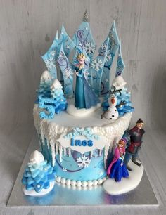 Elsa Birthday Cake, Frozen Themed Birthday Cake, Frozen Theme Cake, Themed Cakes, 3rd Birthday, Bolo Frozen, Cupcakes Frozen, Frozen Frozen, Pastel Frozen