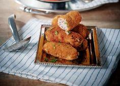 Καντίν μπουτού κεφτέ: Με ασυνήθιστο όνομα και πλούσια γεύση, αυτά τακλασικά κεφτεδάκια της πολίτικης κουζίναςείναι ένας πρώτης τάξεως μεζές για το κρασί σας. ΥΛΙΚΑ ½ κιλό κιμά μοσχαρίσιο 1 αυγό 1 φλ. ρύζι βρασμένο πολύ καλά, σαν κρέμα 4 κρεμμυδάκια φρέσκα ή 1 κρεμμύδι μεγάλο, ψιλοκομμένα 4 σκελίδες σκόρδο λιωμένο ½ φλ. μαϊντανό ψιλοκομμένο ½ …