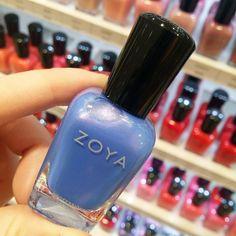 Un colore unico perfetto per l'estate: ecco lo smalto @zoyaitalia Skyler! Un meraviglioso azzurro carta da zucchero con riflessi lilla fucsia e argento spettacolare! QUANTI  PER QUESTO SMALTO?  #zoya #zoyanails #zoyaitalia #nail #nails #nailstagram #naillacquer #nailpolish #nailsaddict #instanails #beautyblogger #bblogger #beautydea