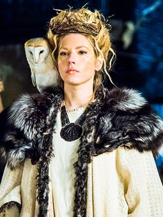 Stil in Nürnberg | Identity Styling | Stilberatung | Farbberatung - Katheryn Winnick as Queen Lagertha - Vikings -... |