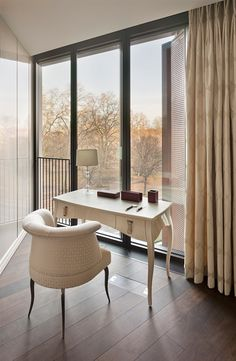 Fendi Casa, in collaboration with the Russian partner Voix Interiors, decorates a magnificent residence at the One Hyde Park in London, branded Mandarin Oriental. Luxury Interior Design, Furniture Collection, Luxury Living, Minimalist Design, Colorful Interiors, Home Office, Taylor Howes, Furniture Design, Mandarin Oriental