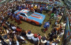 Richard Petty pulls into Victory Lane after winning the 1975 Firecracker 400 at Daytona Richard Petty, King Richard, Nascar Champions, Nascar Racing, Auto Racing, Daytona International Speedway, S Car, Diesel Engine, Old Photos