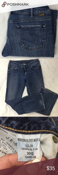 Silver Jeans Julia Size 30 Denim almost looks striped the way the denim is woven medium wash No distressing or holes Straight See materials, care and measurements on the pictures. B10 Silver Jeans Jeans