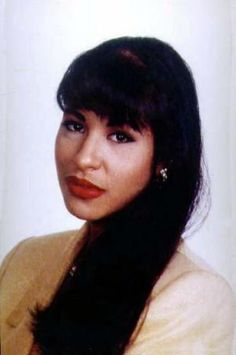 """This is a tribute page to singers: Selena Quintanilla Aaliyah & rapper: Lisa """"Left-Eye"""" Lopes Selena Quintanilla Perez, Selena And Chris Perez, Mundo Musical, Selena Pictures, Hairstyles For Gowns, Harley Quinn Comic, Aaliyah, Beauty Queens, Role Models"""