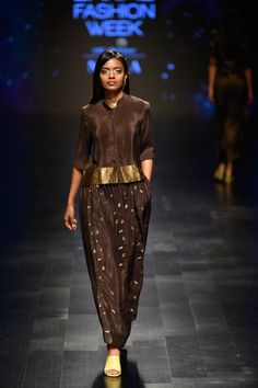 Complete collection: Latha at Lakmé Fashion Week summer/resort 2019 Dress Indian Style, Indian Dresses, Indian Outfits, Stylish Tops For Women, Stylish Dresses For Girls, Lakme Fashion Week, India Fashion, Latest Fashion, Indian Designer Outfits