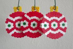 Items similar to Kerstbal van strijkkralen - rood/wit/groen on Etsy