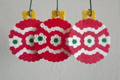 Christmas perler bead bauble ornaments by CraftsByManon Melty Bead Patterns, Hama Beads Patterns, Beading Patterns, Christmas Perler Beads, Christmas Ornaments To Make, Christmas Crafts, Xmas, Perler Bead Designs, Peler Beads