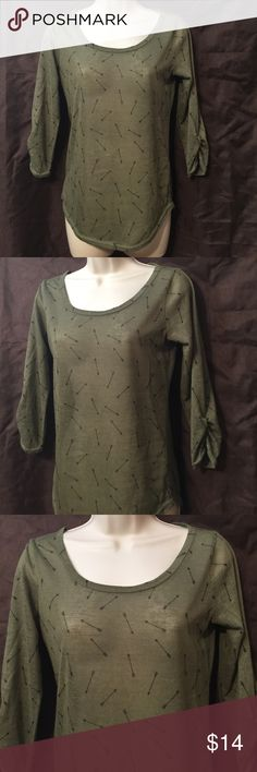 "W.f. Hunter green 3/4 sleeve arrow print top L W.f. Hunter green 3/4 ruched sleeves, arrow print top. Size large *Bust 16.6"" laying flat && length 24"" from top to bottom laying flat). 100% Polyester! New condition Tops Tees - Short Sleeve"