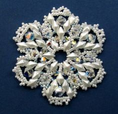 Beaded Christmas Ornaments, Snowflake Ornaments, Christmas Jewelry, Snowflakes, Christmas Tree, Paper Lace, Beaded Crafts, Snowflake Pattern, Beading Projects