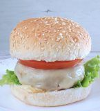 Prepare this delicious homemade cheeseburger in a healthy way. Egg Burger, Onion Burger, Burger Buns, Homemade Cheeseburgers, Pork Salad, Turkey Legs, Portugal, Caramelized Onions, Bon Appetit