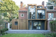 Completed in 2016 in Zeist, The Netherlands. Images by Ed van Rijswijk . A timber clad extension creates a new relationship between a brick semi-detached house and its green surrounding. Kraal Architecten and Lab-S have. Architecture Extension, Modern Architecture, Brick Facade, Loft Design, House Extensions, Home Additions, Detached House, Semi Detached, Building Design
